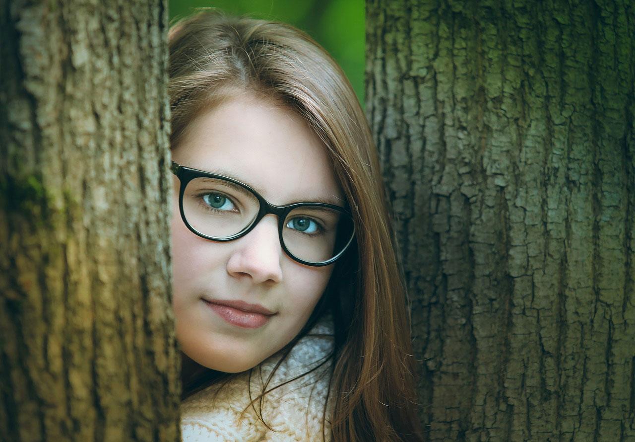 filles à lunettes