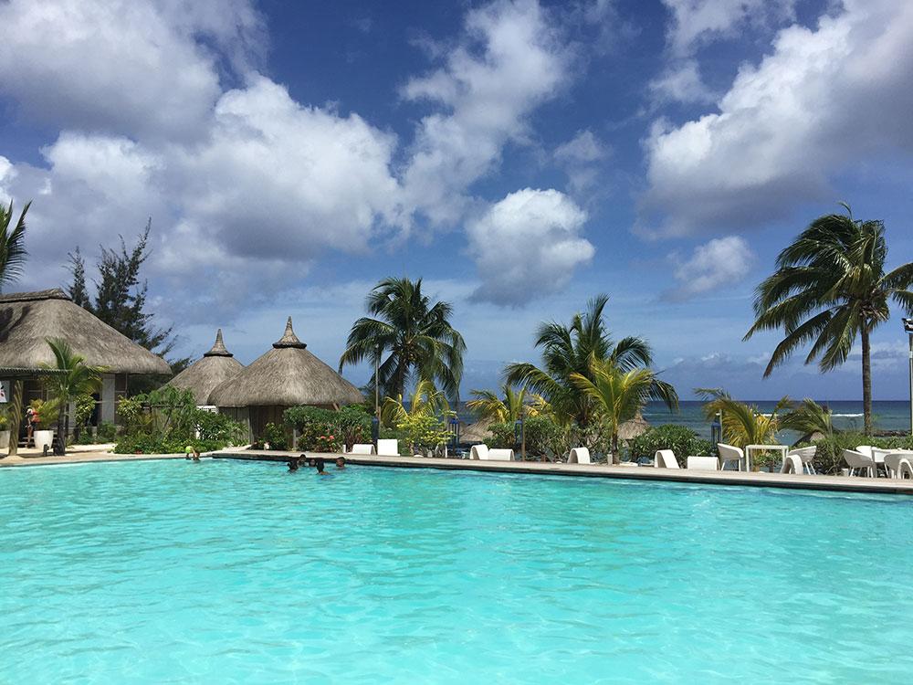 Piscine extérieure de l'hôtel Île Maurice