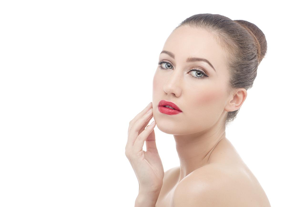 choisir son rouge à lèvres en fonction de ses cheveux