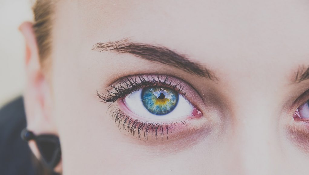 avoir de beaux sourcils